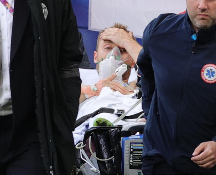 Thủ môn Bùi Tấn Trường cầu nguyện cho Eriksen sống sót sau cơn đột quỵ Ảnh 1