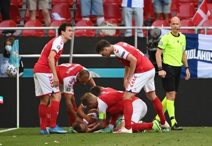 EURO 2020: Thiết bị giúp cứu sống Christian Eriksen trong khoảnh khắc cận kề 'cửa tử' Ảnh 1