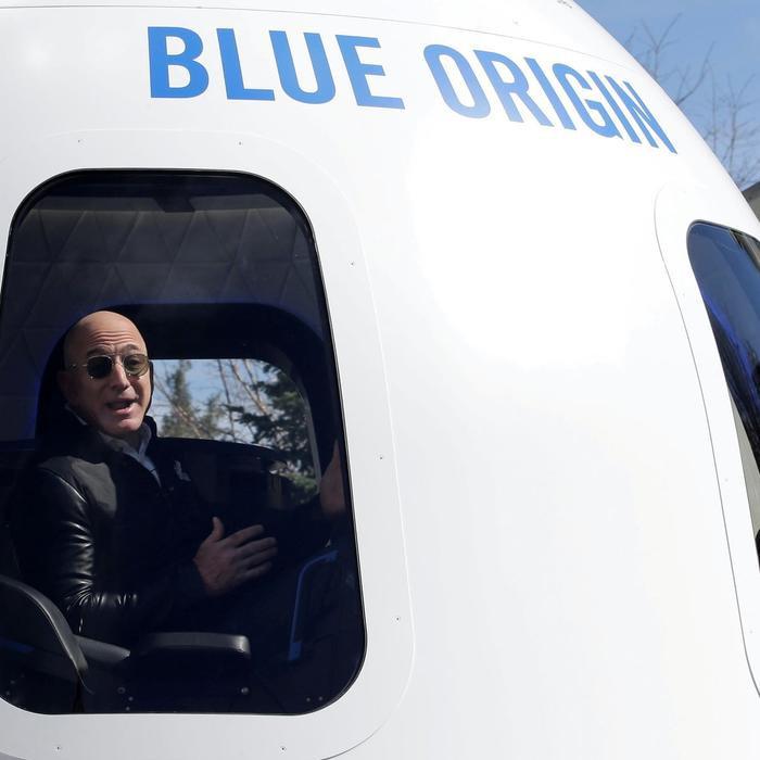Đại gia giấu mặt chi 28 triệu USD để bay vào vũ trụ trong 10 phút cùng Jeff Bezos Ảnh 1