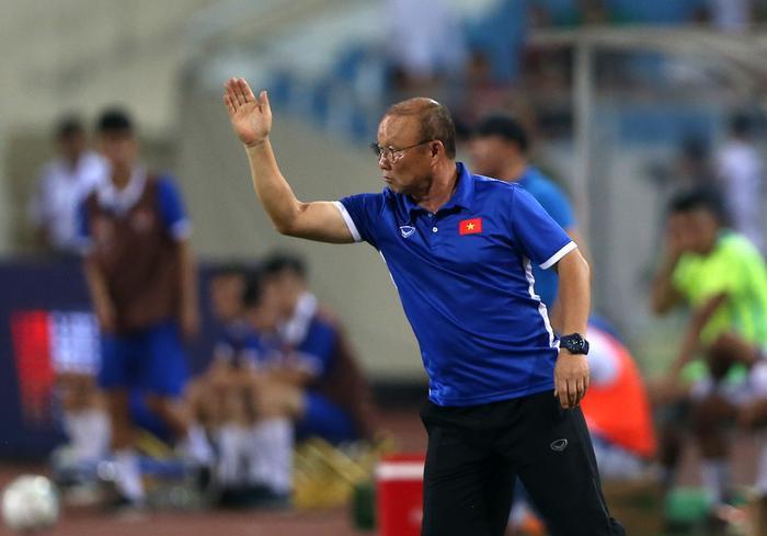 Tin cực vui cho thầy Park: Tại sao Việt Nam nếu thua UAE cũng rộng cửa đi tiếp? Ảnh 1