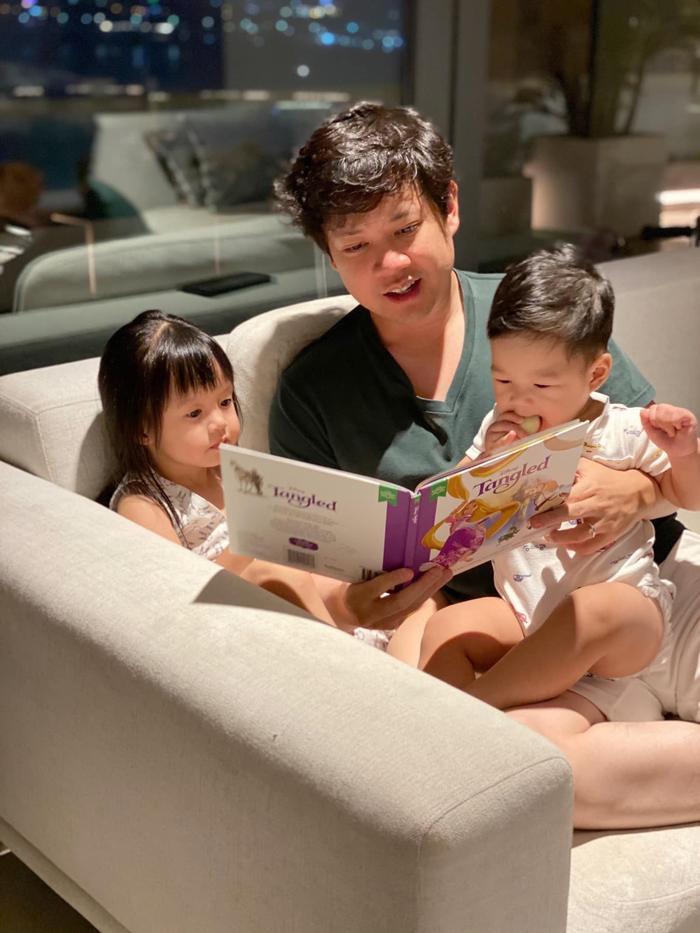 Ông xã Đặng Thu Thảo khoe được vợ và con gái cưng cắt tóc tại nhà, ai nhìn cũng ghen tị Ảnh 8