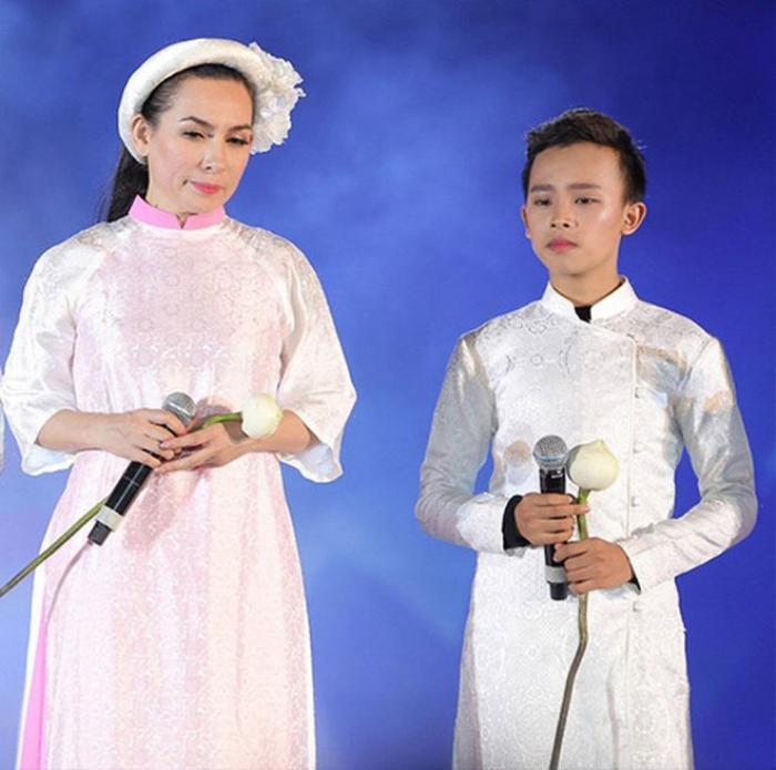 Phi Nhung dường như đang bỏ quên sự nghiệp âm nhạc của Hồ Văn Cường? Ảnh 7