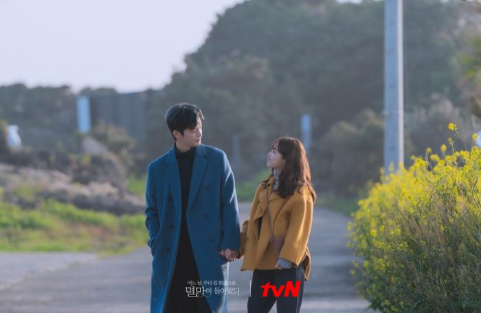 'Doom at Your Service' tập 11: Seo In Guk và Park Bo Young sống chung và tiếp tục phát 'cẩu lương' Ảnh 5
