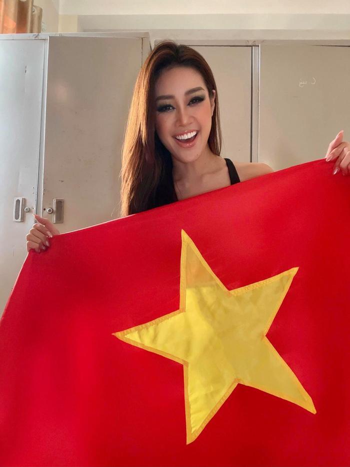 Tiểu Vy - Khánh Vân - Ngọc Thảo 'nhuộm đỏ' Facebook, bắt kèo Việt Nam đại thắng trước trận đấu gặp UAE