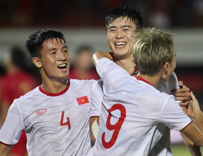 Tuyển Việt Nam viết sử ở vòng loại World Cup 2022: Niềm tự hào Đông Nam Á! Ảnh 1