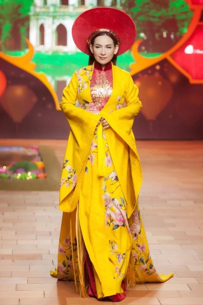Trước scandal động trời, Phi Nhung và Hồ Văn Cường thường diện áo dài đồng điệu bên nhau Ảnh 7