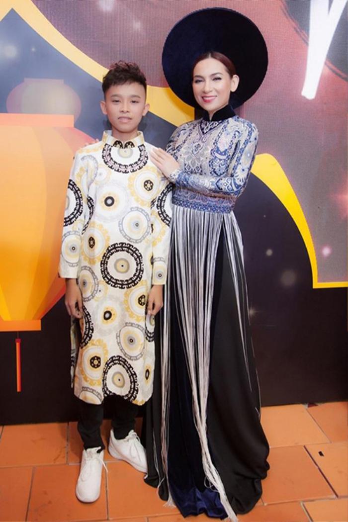Trước scandal động trời, Phi Nhung và Hồ Văn Cường thường diện áo dài đồng điệu bên nhau Ảnh 5