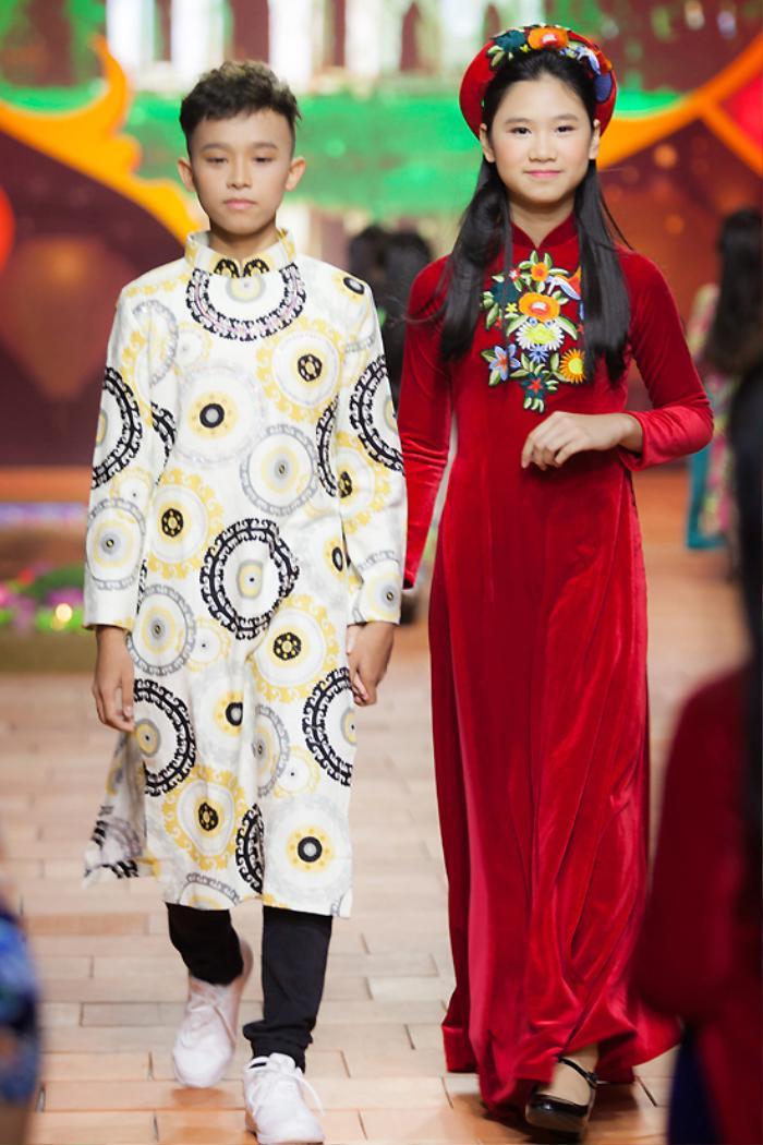 Trước scandal động trời, Phi Nhung và Hồ Văn Cường thường diện áo dài đồng điệu bên nhau Ảnh 6