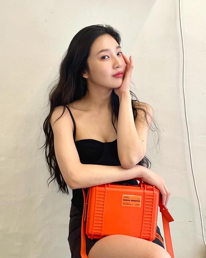 'Body siêu thực' của Joy Red Velvet trong váy hai dây ngắn cũn cỡn viral khắp mạng xã hội Ảnh 5