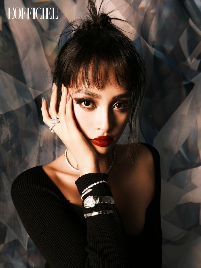 Hoa hậu Tiểu Vy đẹp chao đảo cõi mạng với tạo hình thời trang độc đáo Ảnh 2