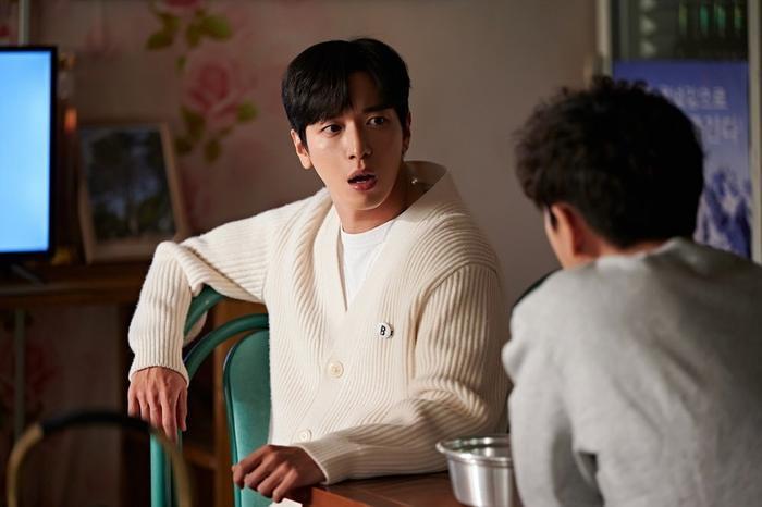 Trưởng nhóm CNBLUE: Được hợp tác với Jang Nara ở 'Bất động sản trừ tà' là giấc mơ có thật của tôi Ảnh 7