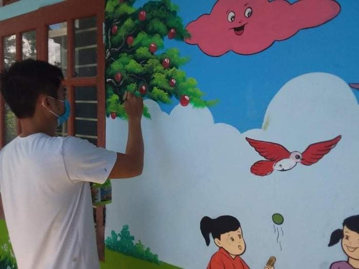 Đi cách ly tại trường mầm non, thầy giáo mỹ thuật 'thay áo' cho bức tường cũ Ảnh 2