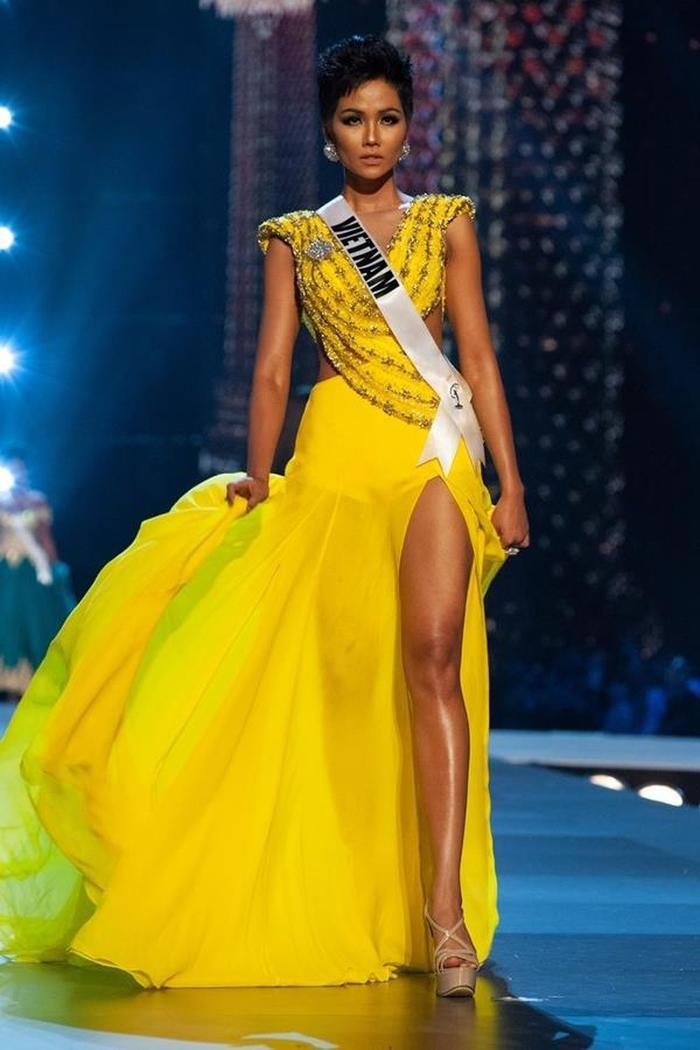 Váy dạ hội Miss Universe: Bán kết hay Chung kết mới thực sự là đỉnh của chóp? Ảnh 2