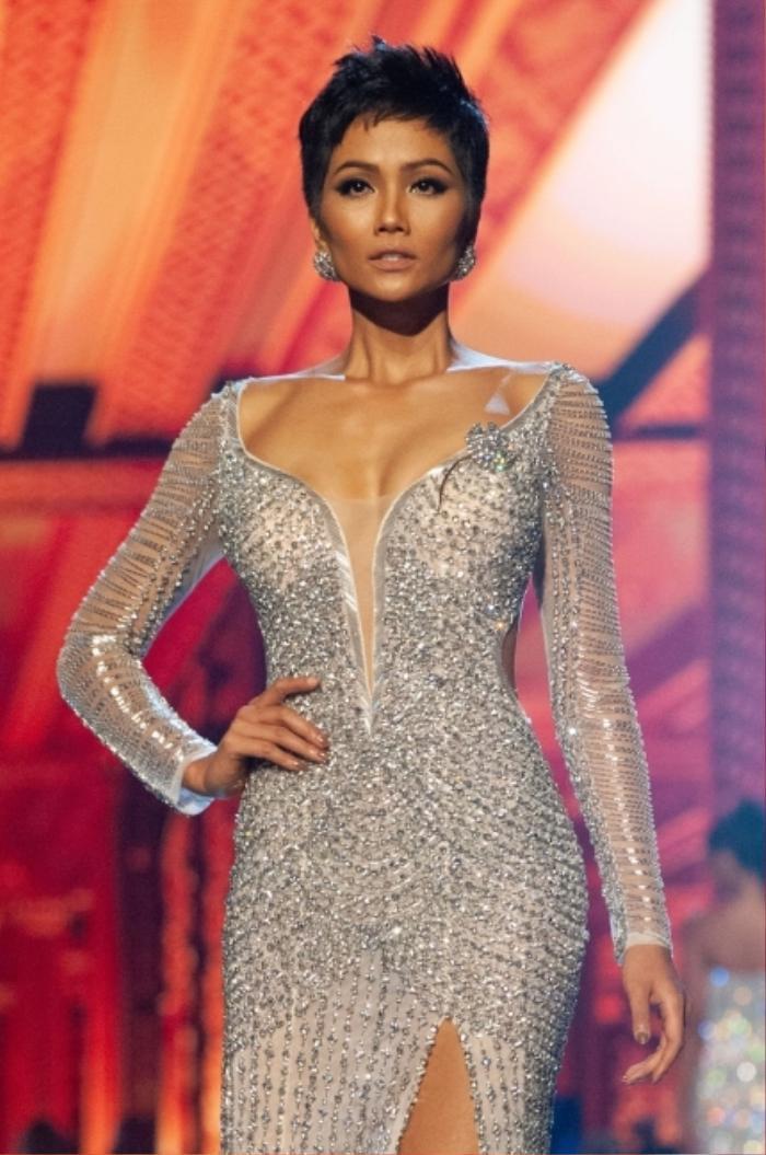 Váy dạ hội Miss Universe: Bán kết hay Chung kết mới thực sự là đỉnh của chóp? Ảnh 3