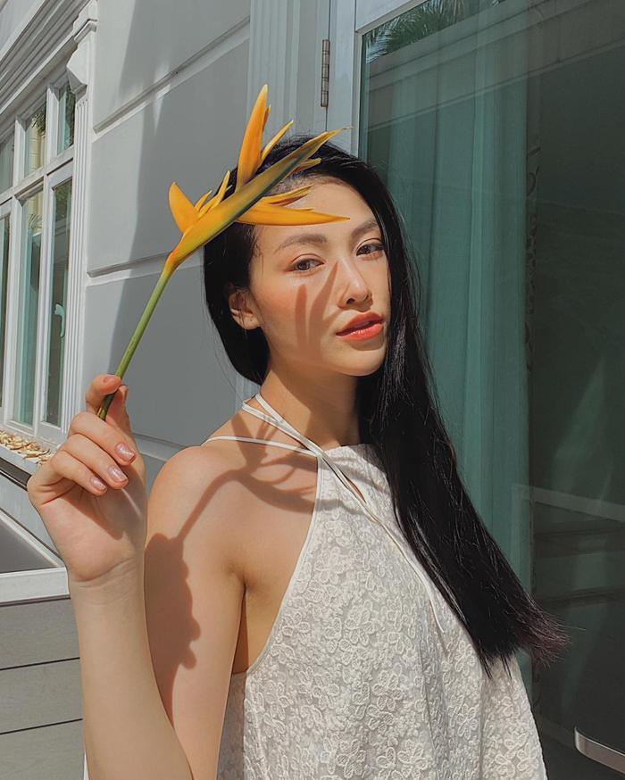 Hoa hậu Phương Khánh khoe body nữ thần với bodysuit, mách nước fan mẹo tự sướng tại nhà Ảnh 7