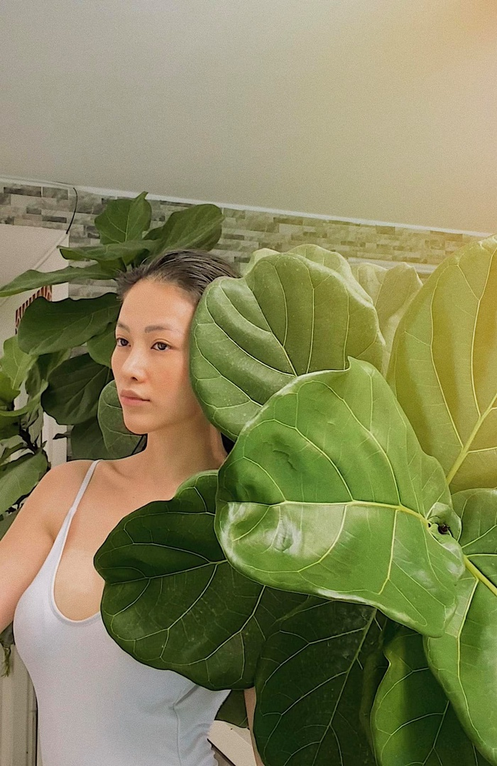 Hoa hậu Phương Khánh khoe body nữ thần với bodysuit, mách nước fan mẹo tự sướng tại nhà Ảnh 4