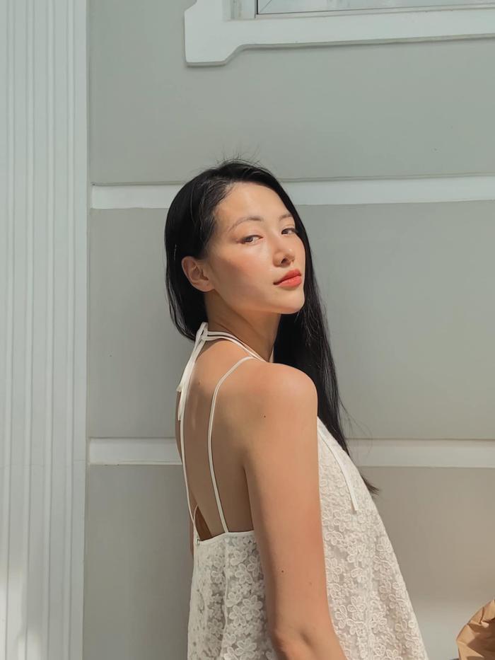 Hoa hậu Phương Khánh khoe body nữ thần với bodysuit, mách nước fan mẹo tự sướng tại nhà Ảnh 5