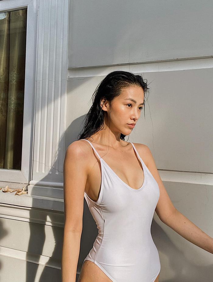 Hoa hậu Phương Khánh khoe body nữ thần với bodysuit, mách nước fan mẹo tự sướng tại nhà Ảnh 2