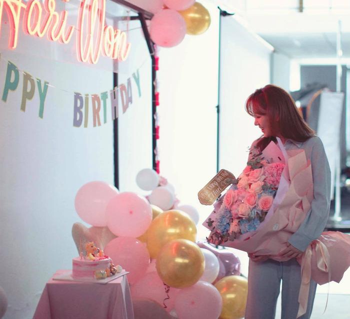 Trấn Thành tự tay trang trí sinh nhật cho Hari Won: Đơn giản nhưng cực ấm áp Ảnh 4