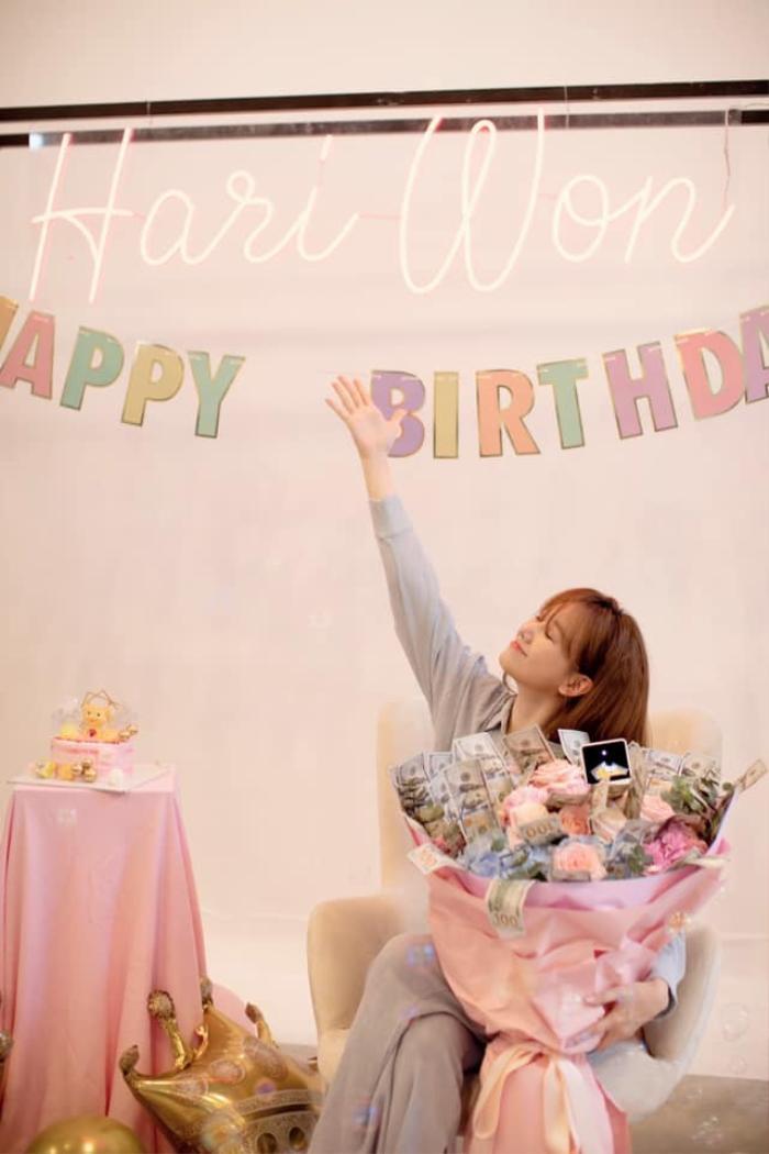 Trấn Thành tự tay trang trí sinh nhật cho Hari Won: Đơn giản nhưng cực ấm áp Ảnh 1