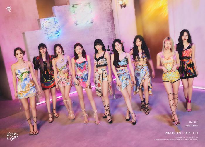 Chỉ với mini album Taste of Love, Twice là girlgroup đầu tiên giật top 1 BXH doanh thua album Billboard