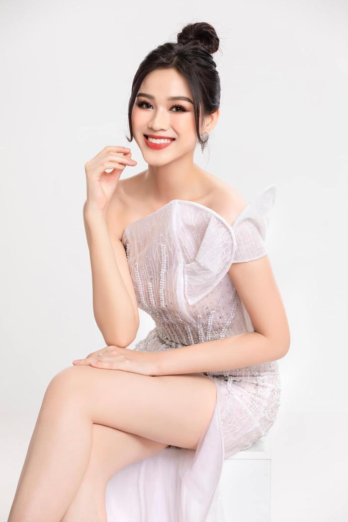 Hoa hậu Đỗ Thị Hà tiếp tục 'sửa nhẹ' một điểm trên gương mặt Ảnh 7