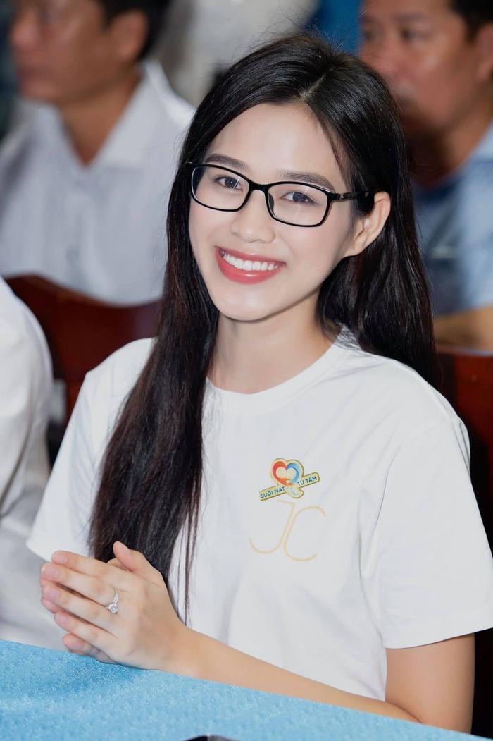 Hoa hậu Đỗ Thị Hà tiếp tục 'sửa nhẹ' một điểm trên gương mặt Ảnh 5