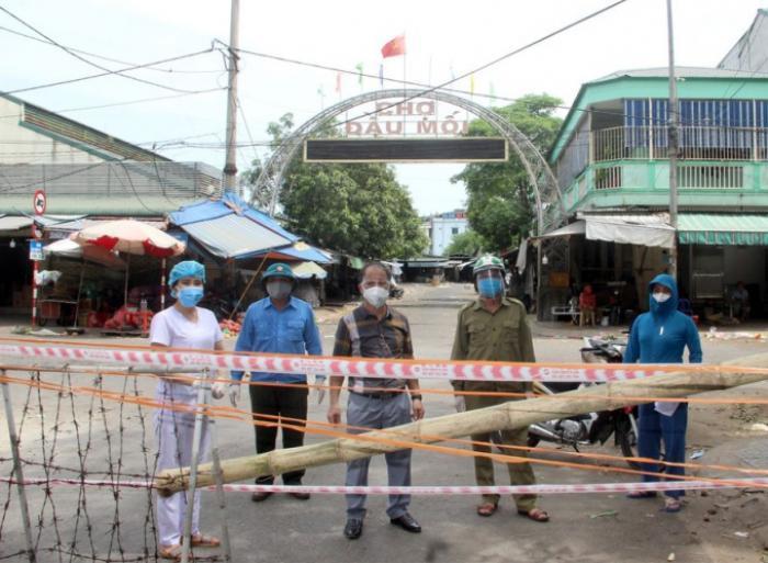 Nghệ An: Chợ đầu mối lớn nhất tỉnh tạm đóng cửa để truy vết Covid-19 Ảnh 1