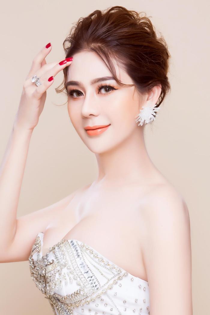 Chia sẻ trạng thái tình yêu đầy triết lí, Lâm Khánh Chi bị 'cảnh sát chính tả' bắt lỗi không thương tiếc Ảnh 7