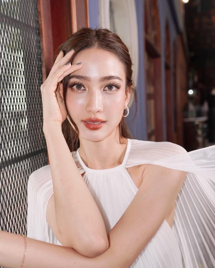Nam thần Nadech Kugimiya tái hợp 'nữ hoàng thị phi' Taew Natapohn trong phim mới Ảnh 6