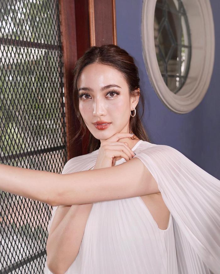 Nam thần Nadech Kugimiya tái hợp 'nữ hoàng thị phi' Taew Natapohn trong phim mới Ảnh 7