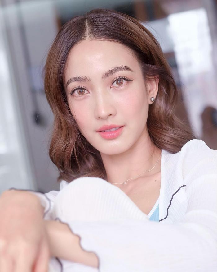 Nam thần Nadech Kugimiya tái hợp 'nữ hoàng thị phi' Taew Natapohn trong phim mới Ảnh 1
