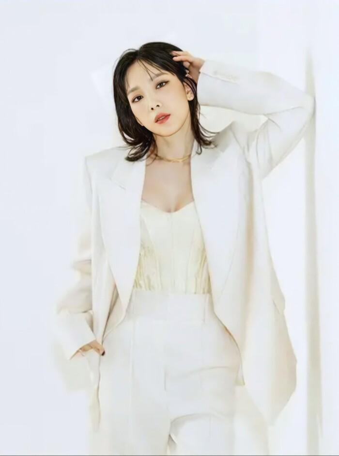Taeyeon (SNSD) gọi tên 2 nhóm nữ tân binh thu hút nhất hiện tại: xinh đẹp và đầy tiềm năng