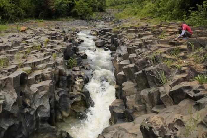Chiêm ngưỡng suối đá cổ trên 100 triệu năm tuổi tại Gia Lai Ảnh 1