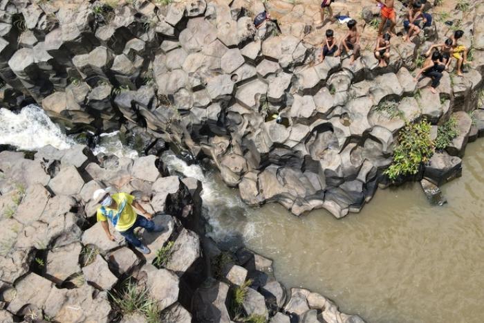 Chiêm ngưỡng suối đá cổ trên 100 triệu năm tuổi tại Gia Lai Ảnh 6