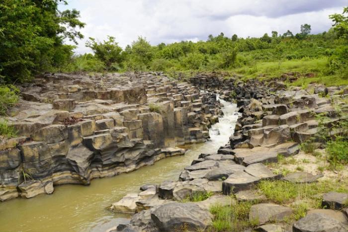 Chiêm ngưỡng suối đá cổ trên 100 triệu năm tuổi tại Gia Lai Ảnh 2