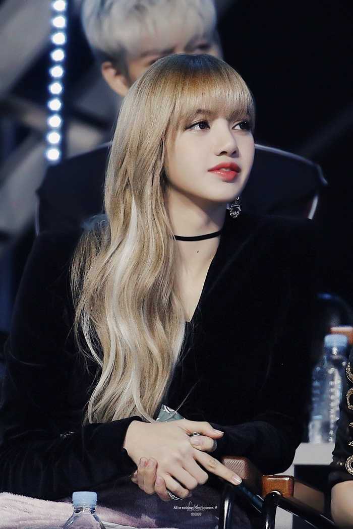 BlackPink lộ ảnh ghi hình cho sản phẩm mới, ấy vậy netizen chỉ lo 'soi' mái tóc vàng óng của Lisa