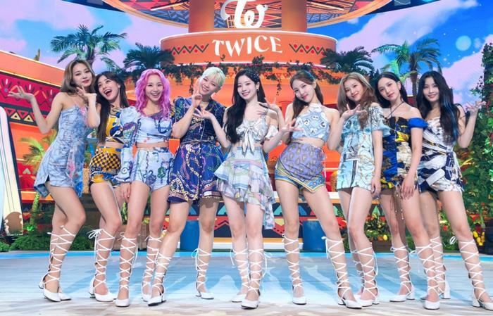 Kpop tuần qua: Twice lập loạt thành tích mới, D.O. (EXO) xác nhận debut solo