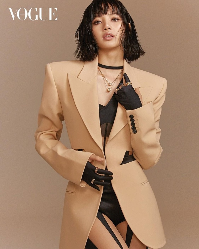 Full toàn tập bộ ảnh thời trang đẹp lồng lộn của Lisa BlackPink trên tạp chí Vogue Ảnh 6