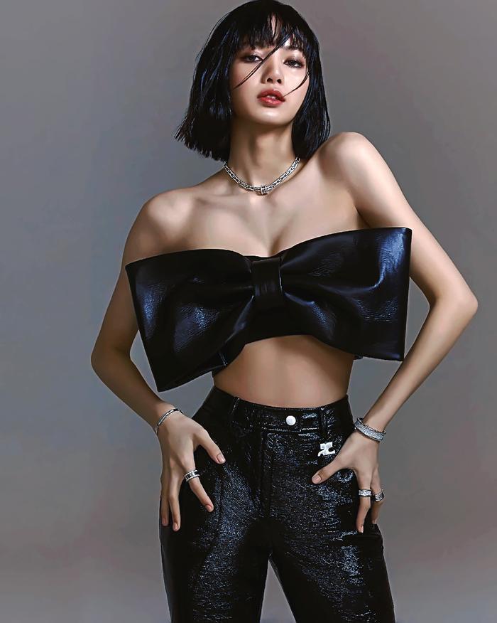 Full toàn tập bộ ảnh thời trang đẹp lồng lộn của Lisa BlackPink trên tạp chí Vogue Ảnh 8