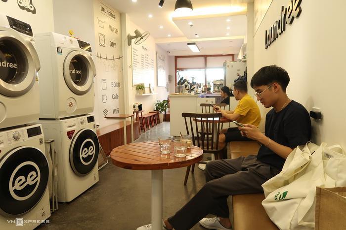 Tiệm cà phê kiêm giặt là Ảnh 3