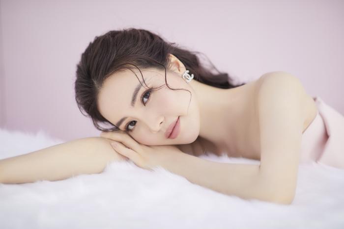 Á hậu Thụy Vân đón tuổi mới bằng bộ ảnh trong veo khoe vẻ đẹp 'gây thương nhớ' Ảnh 1