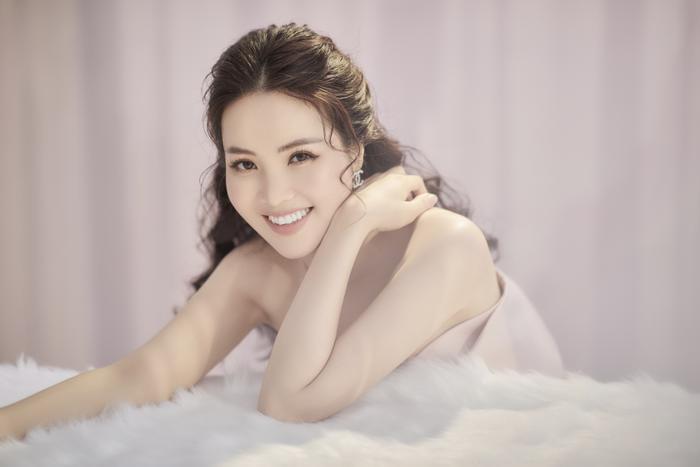 Á hậu Thụy Vân đón tuổi mới bằng bộ ảnh trong veo khoe vẻ đẹp 'gây thương nhớ' Ảnh 3