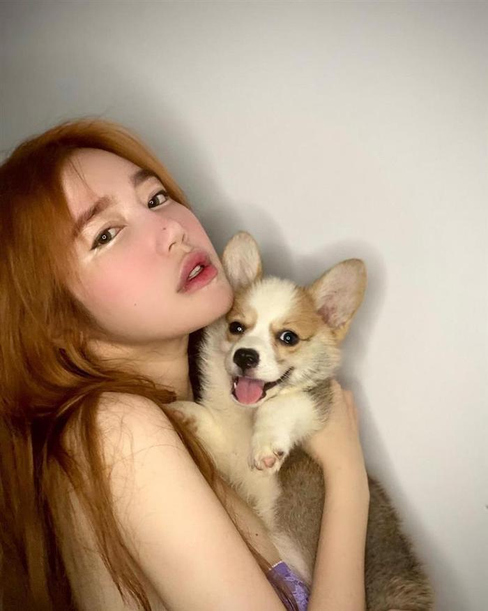 Elly Trần lộ mặt đơ cứng, nhiều người so sánh giống Park Bom phẫu thuật lỗi Ảnh 4