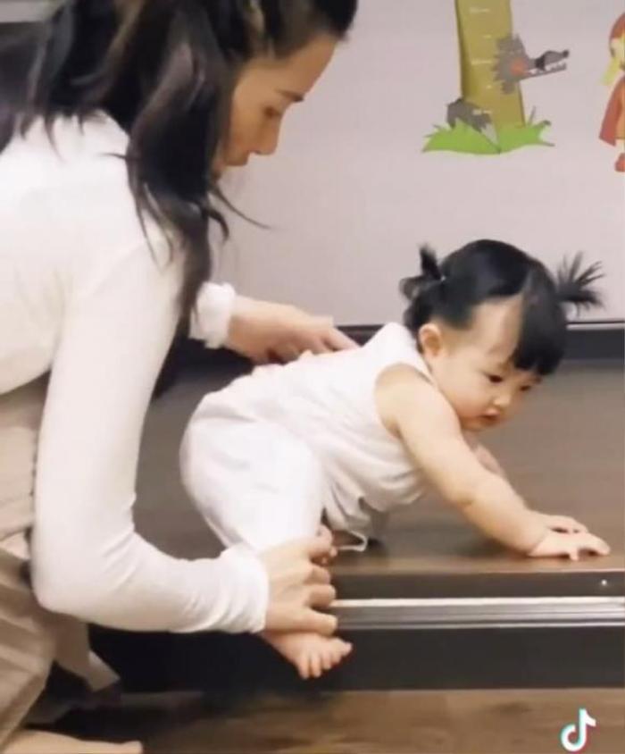 Đông Nhi được khen ngợi hết lời với cách giúp con gái vượt qua nỗi sợ đầu đời Ảnh 10