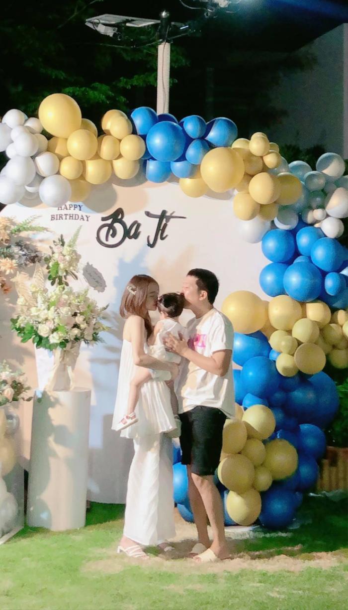 Hòa Minzy lo sợ khi đăng ảnh con trai lên mạng xã hội, dân tình người an ủi kẻ mỉa mai Ảnh 7
