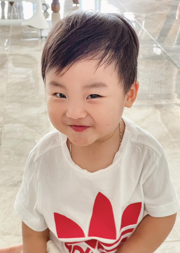 Hòa Minzy lo sợ khi đăng ảnh con trai lên mạng xã hội, dân tình người an ủi kẻ mỉa mai Ảnh 1