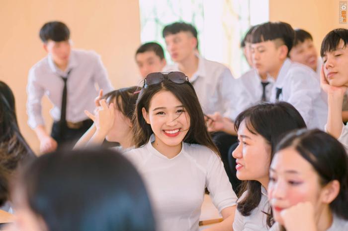 Đỗ Thị Hà khoe ảnh diện áo dài trắng nữ sinh năm 18 tuổi: 'Không đỗ đại học chắc đã ở quê lấy chồng'
