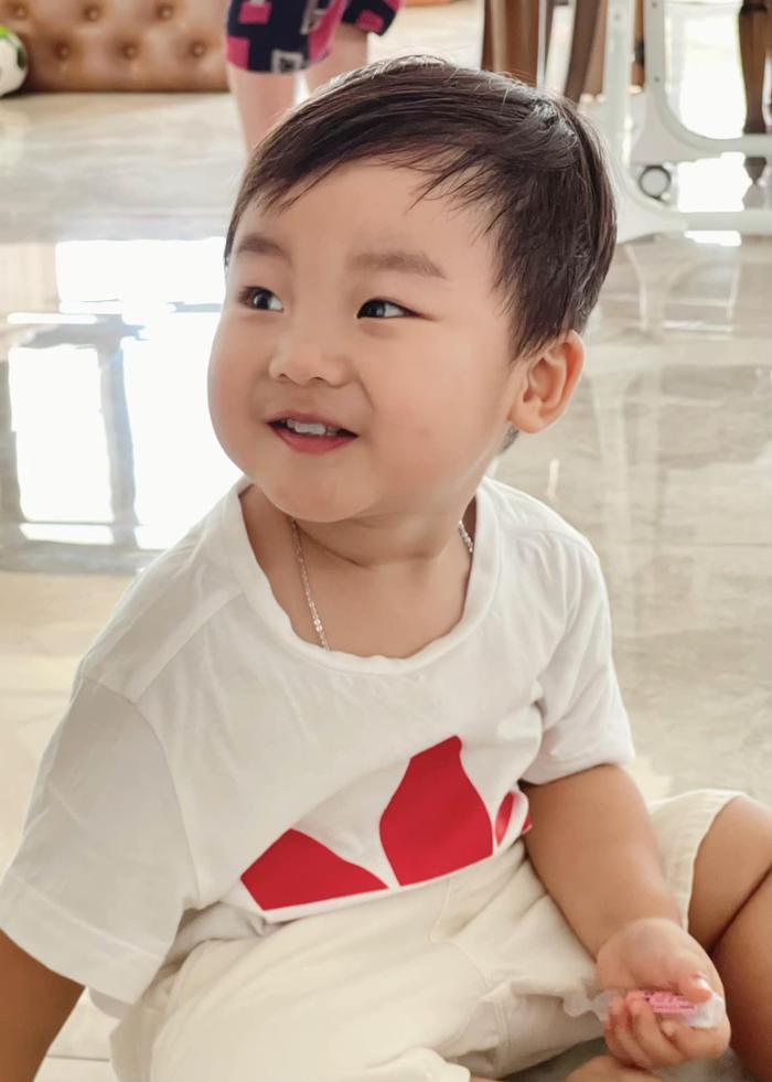 'Đọ trí nhớ' với con trai Hòa Minzy: Liệu bạn có đọc tên được quốc kì các nước trên thế giới không? Ảnh 1