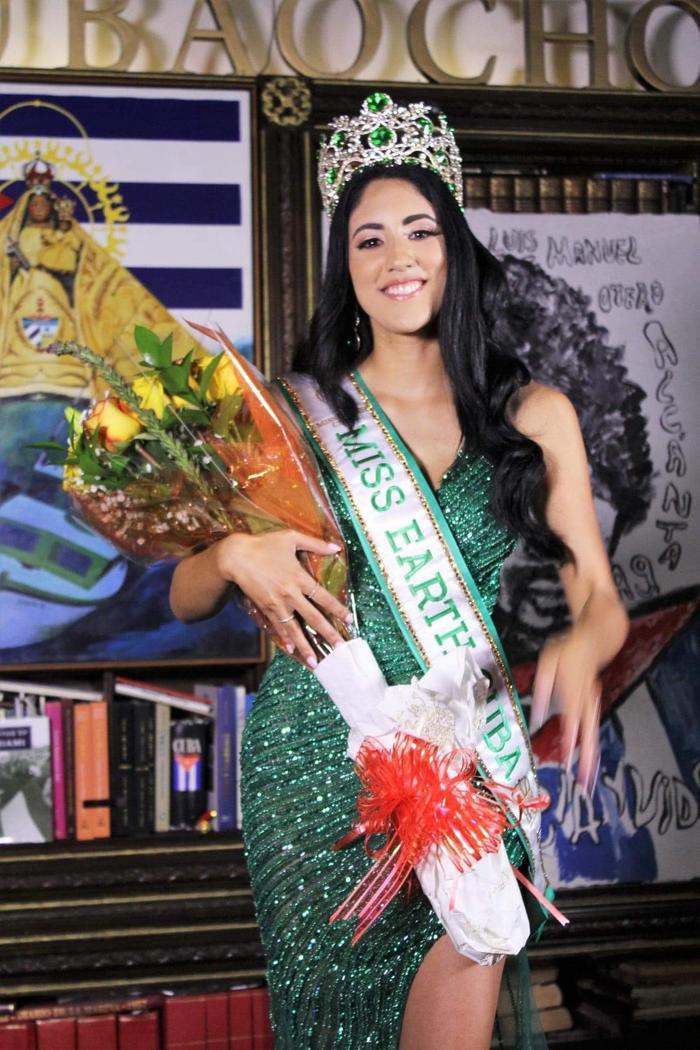 Miss Earth Cuba bị NTK Việt tố mặc đầm nhái anh làm cho Khánh Vân Ảnh 5